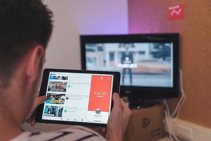 video-marketing-youtube-tablet